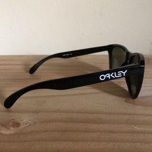 Oakley Accessories - Oakley Frogskins